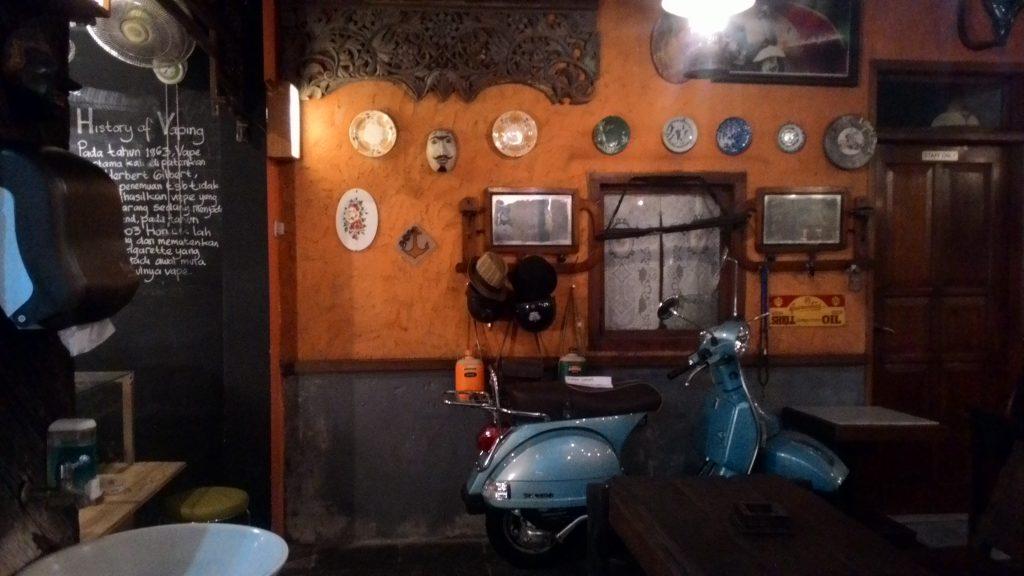 tempat nongkrong seru di surabaya - grandfather coffeeshop
